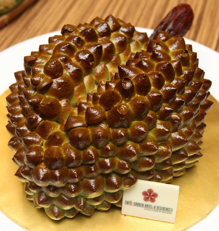 The durian cake is a winner in terms of presentation. Pretty to look at and yummy to eat.