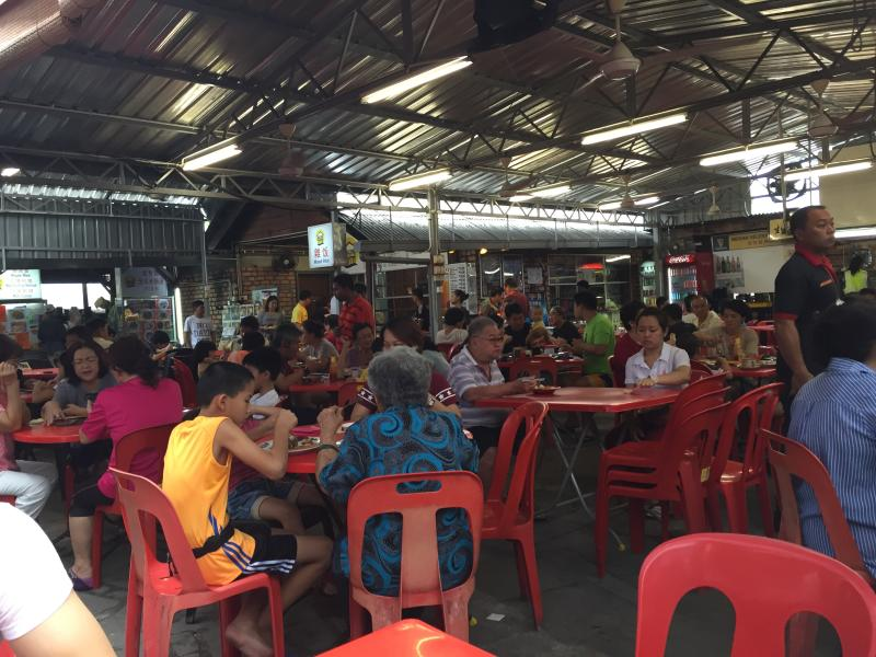 The food court attracts crowds in the morning.