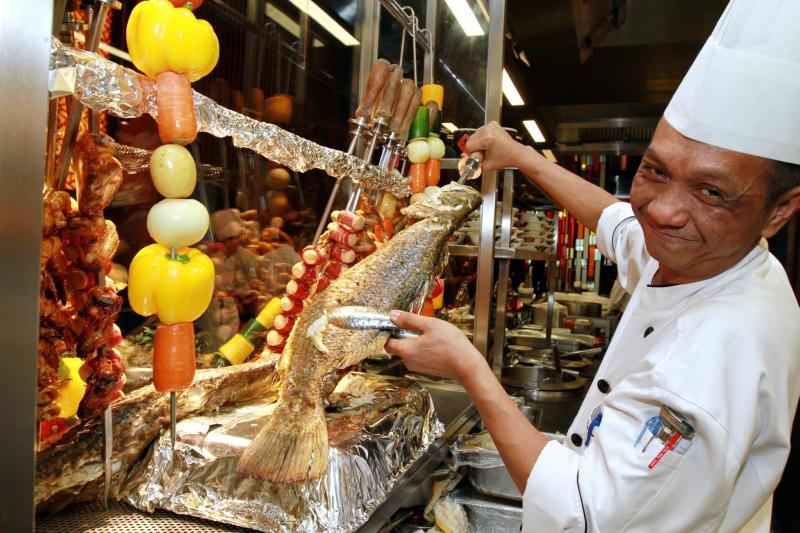 To go with the 25 types of sambal, the chefs of Sunway Resort Hotel & Spa's Resort Cafe prepared Brazillian style Churrasco, which includes jumbo chicken sausage, king prawn, Hokkaido squid, chicken wings, fish and assorted vegetables.