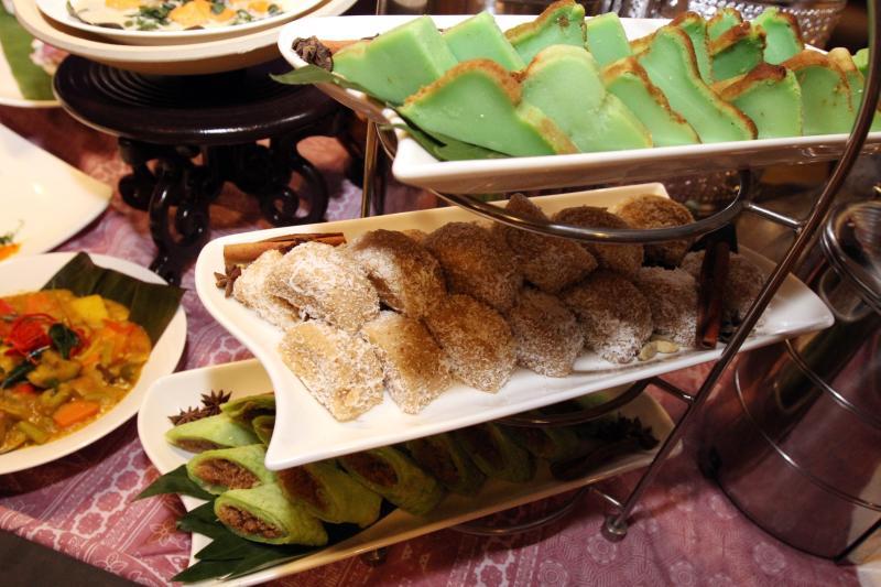 Varieties of northern Malaysian dessert.