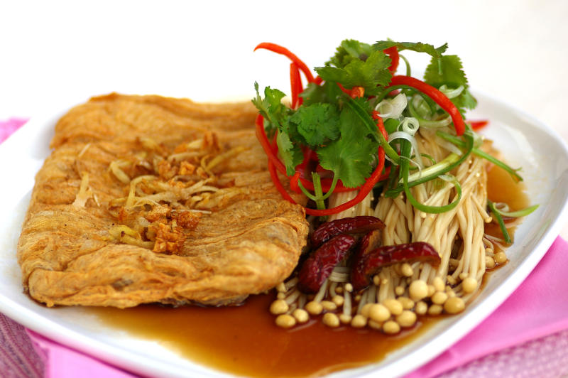 Deep-fried Fresh Beancurd Skin with Fragrant Sauce