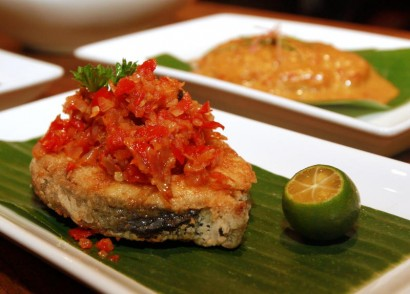 For the Ikan Goreng Chilli, diners get to choose either a whole bawal or pieces of tenggiri.