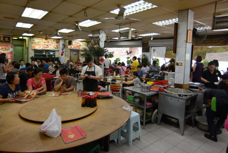 Peng Heong Hakka Pai Kut continues to attract diners from near and far, who patronise the restaurant for its delicious food and affordable prices.
