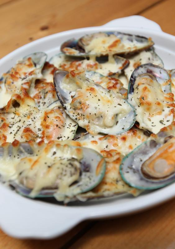 The Creamy Cheesy Mussels is an appetising starter.