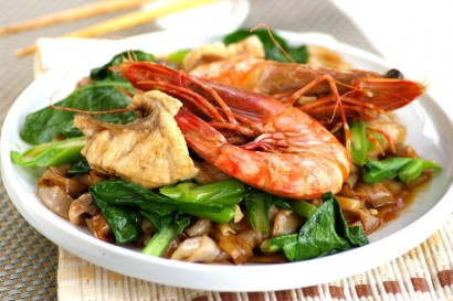 Fried Hor Fun with Prawns and Fish Fillet.