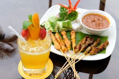 Mai Tai with chicken and beef satay.