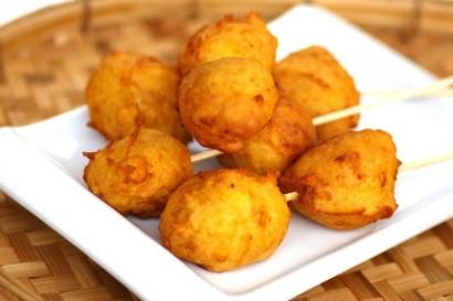Durian fritters, cekodok durian.