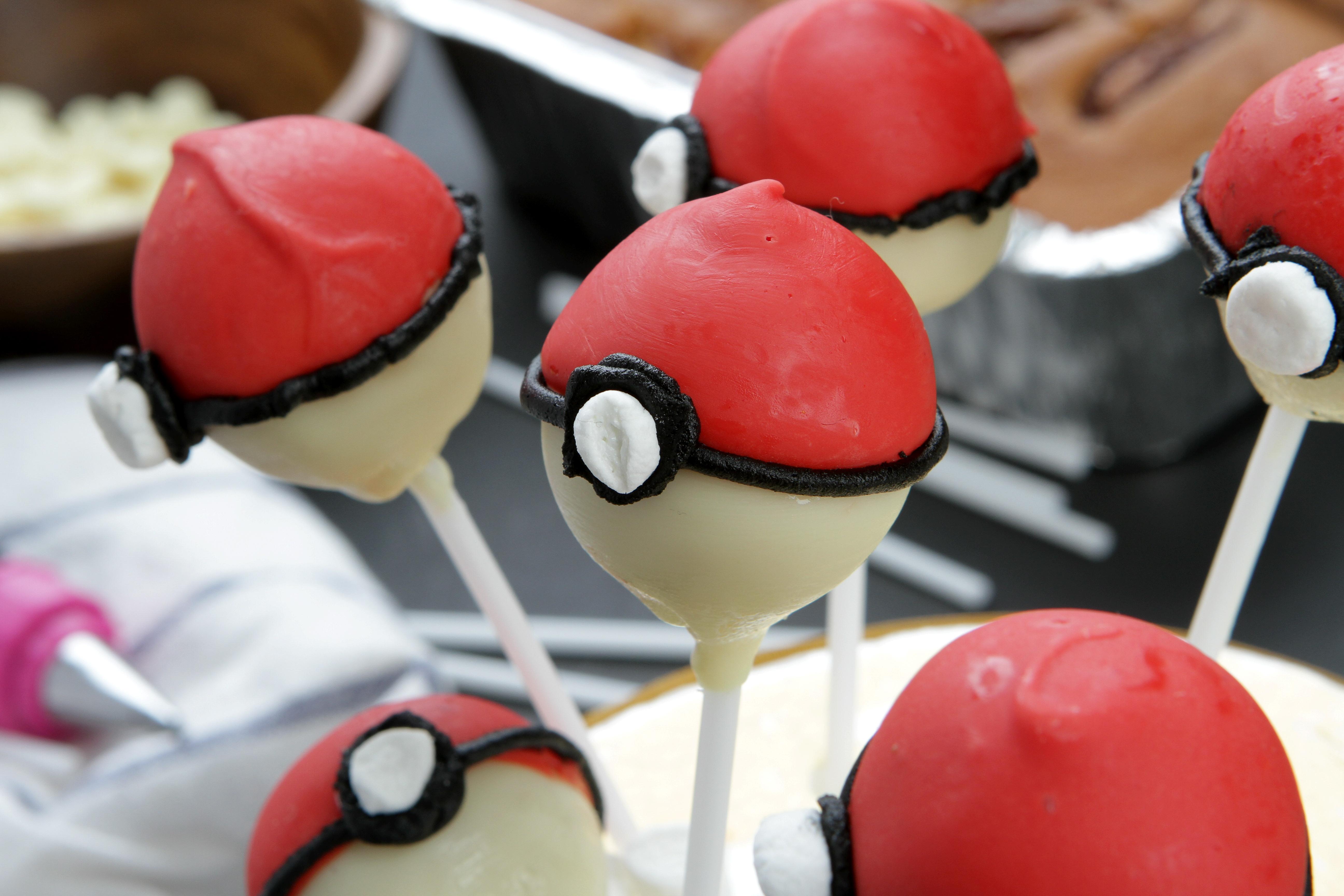 pokeball cake pops