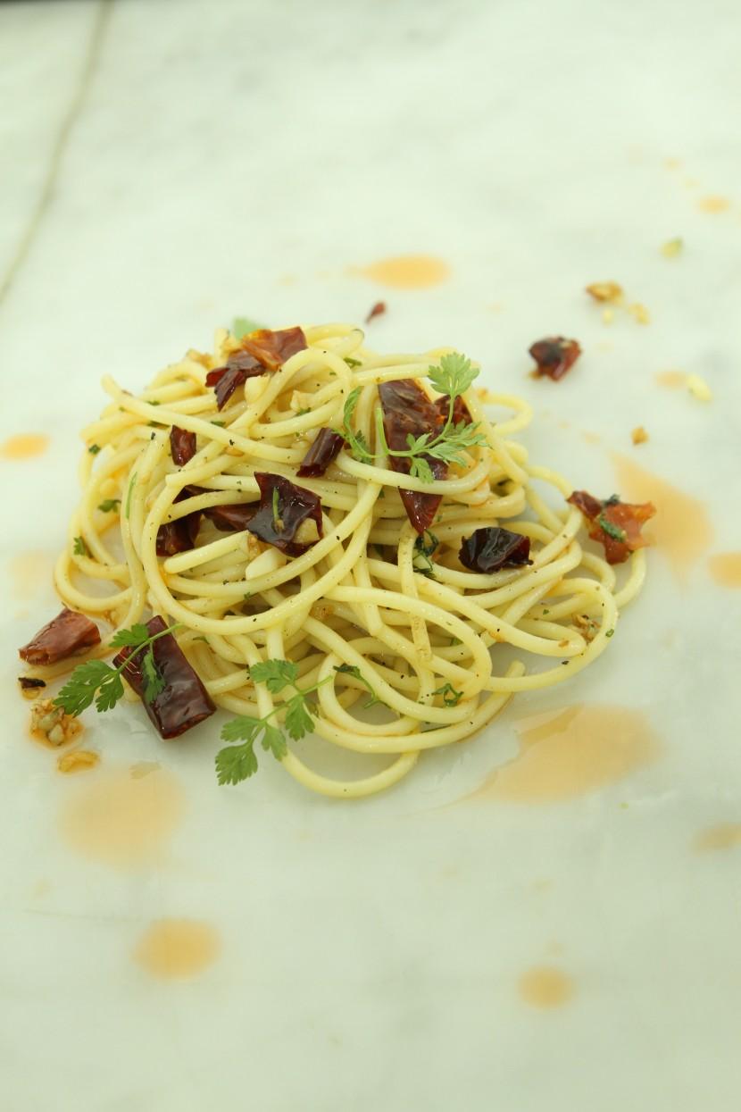 prawn-oil-aglio-olio-pasta