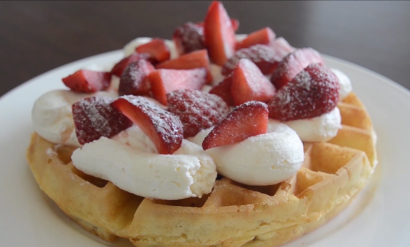 Easy strawberry waffles
