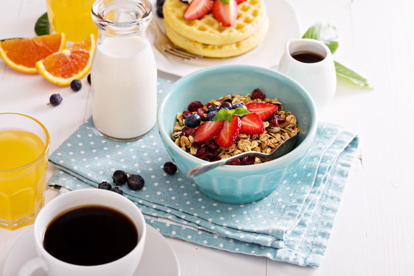 breakfast bowl with homemade granola and berries - Cover