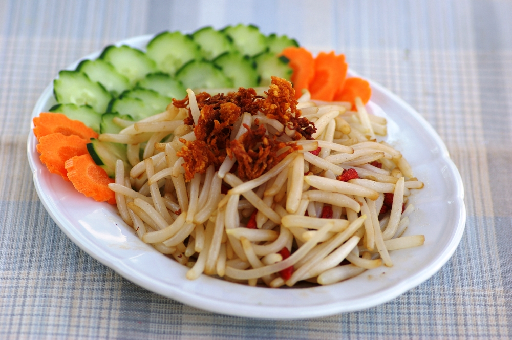 Bean Sprouts with Scallop Crisps