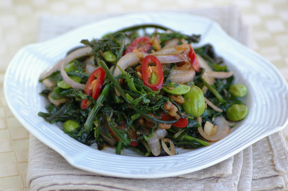 Stir-fried Wild Fern Shoots with Petai