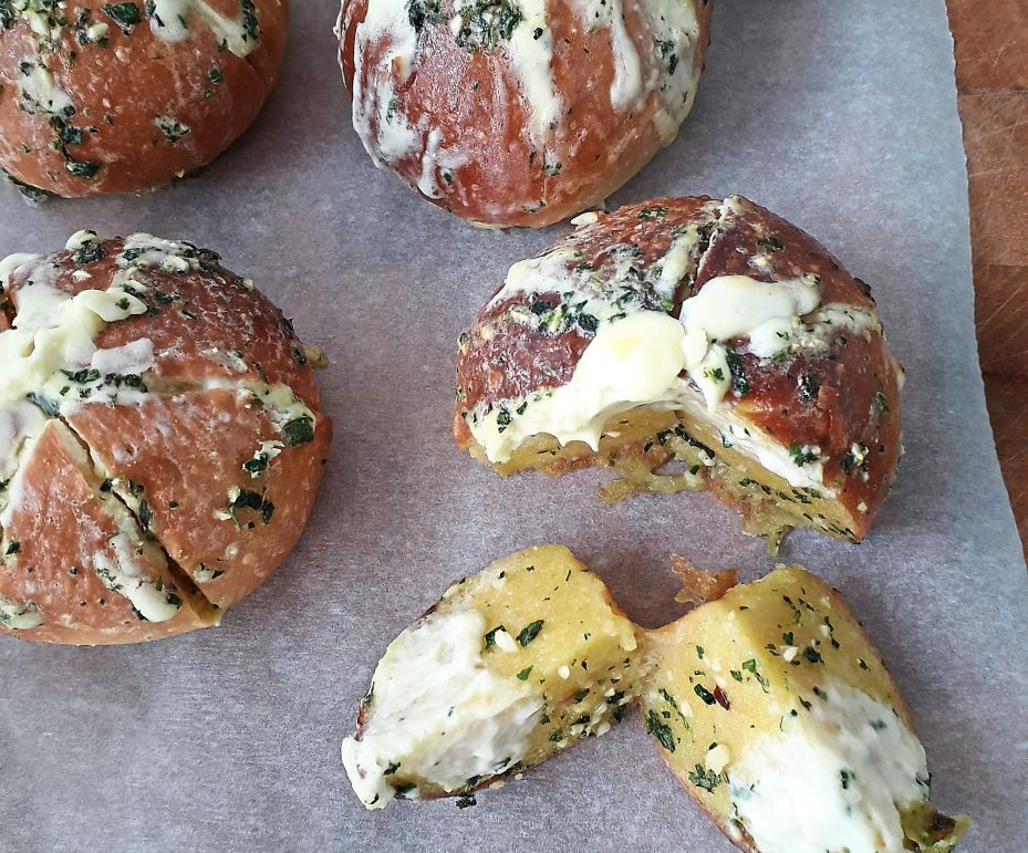 Six-sided Cream Cheese Garlic Buns