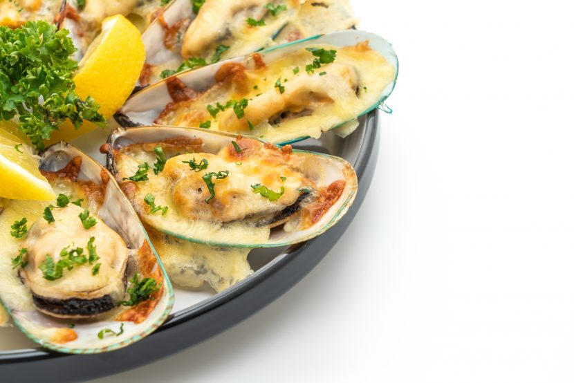 Grilled Mussels with Garlic and Cheese