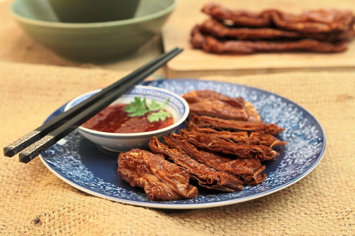 """Retro Recipe: Vegetarian goose Vegetarian goose is one of the first """"mock meats"""" and is said to have been invented by Buddhist monks in Hangzhou, China. — YAP CHEE HONG/The Star"""