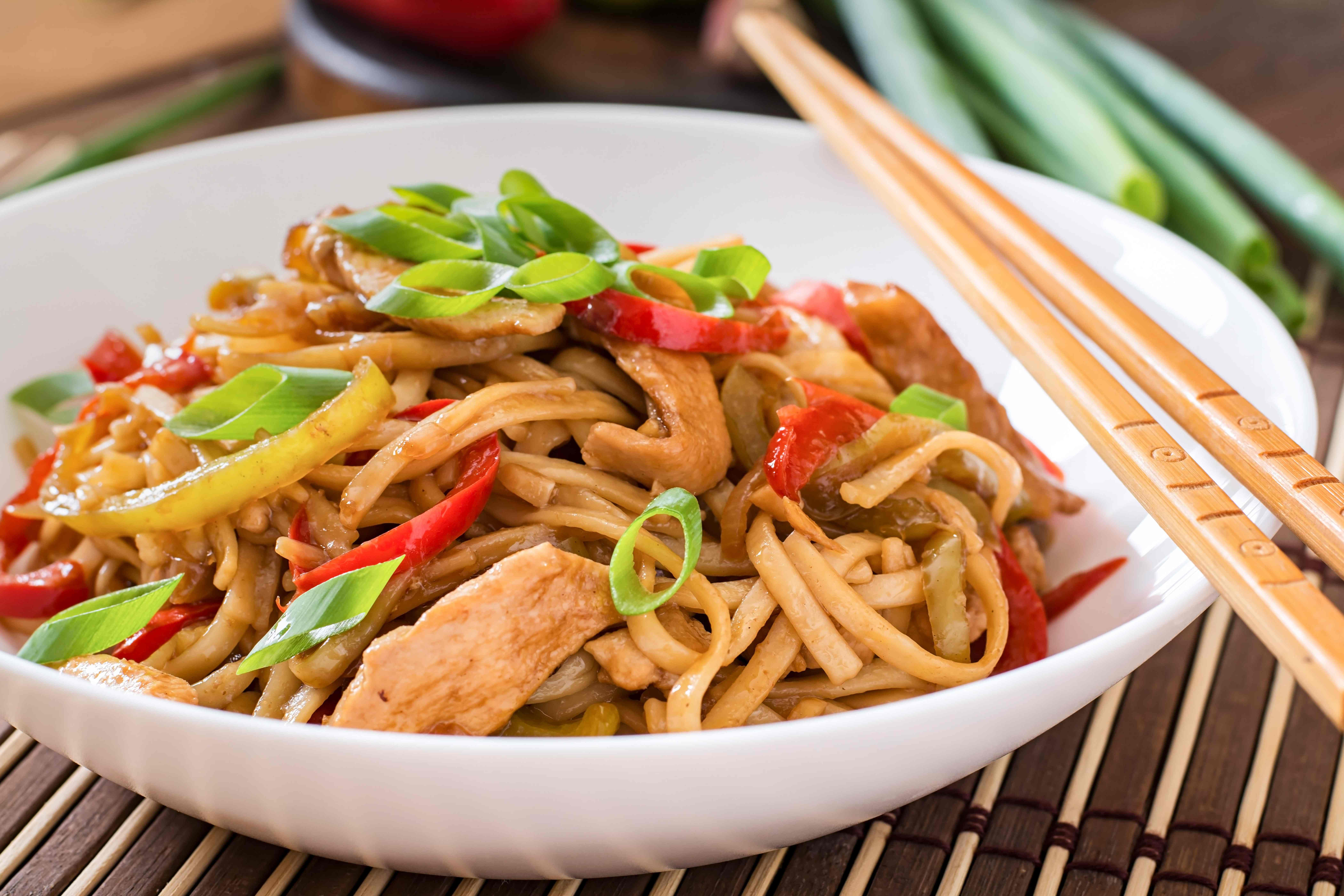 Stir-Fried Udon with Chicken and Pepper
